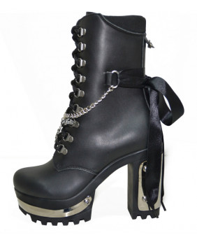 Black Boot in vegan leather...