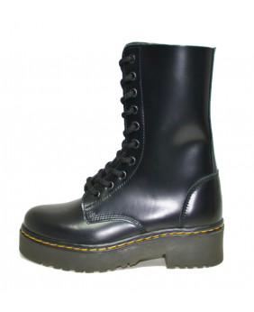 Black Boot in box leather...