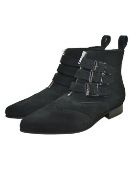 Black boots in suede...