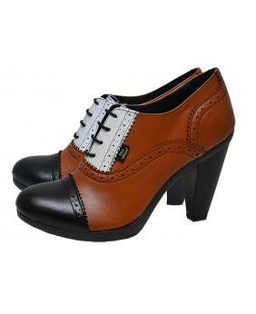 Chaussure marron et noire...